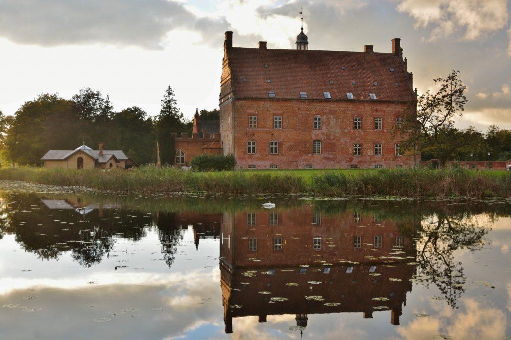 Broholm Slot lægger hus til Fishing Lodge Fyn