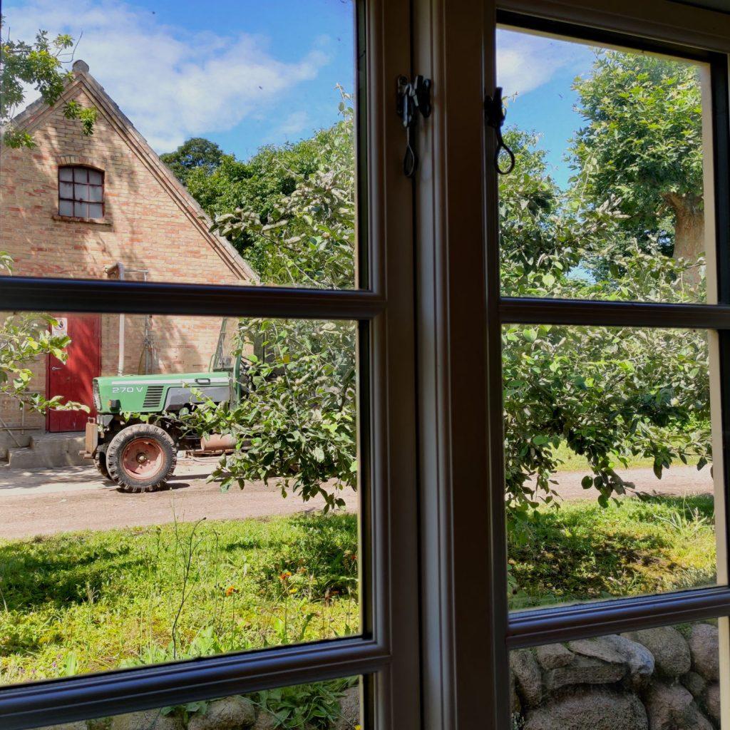 Traktor på Frugtplantagen Strandlyst på Langeland