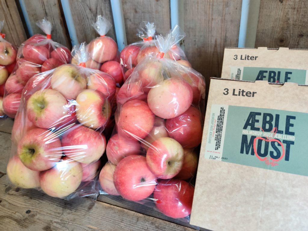 Æbler og most fra Holmdruphuse Æblelund