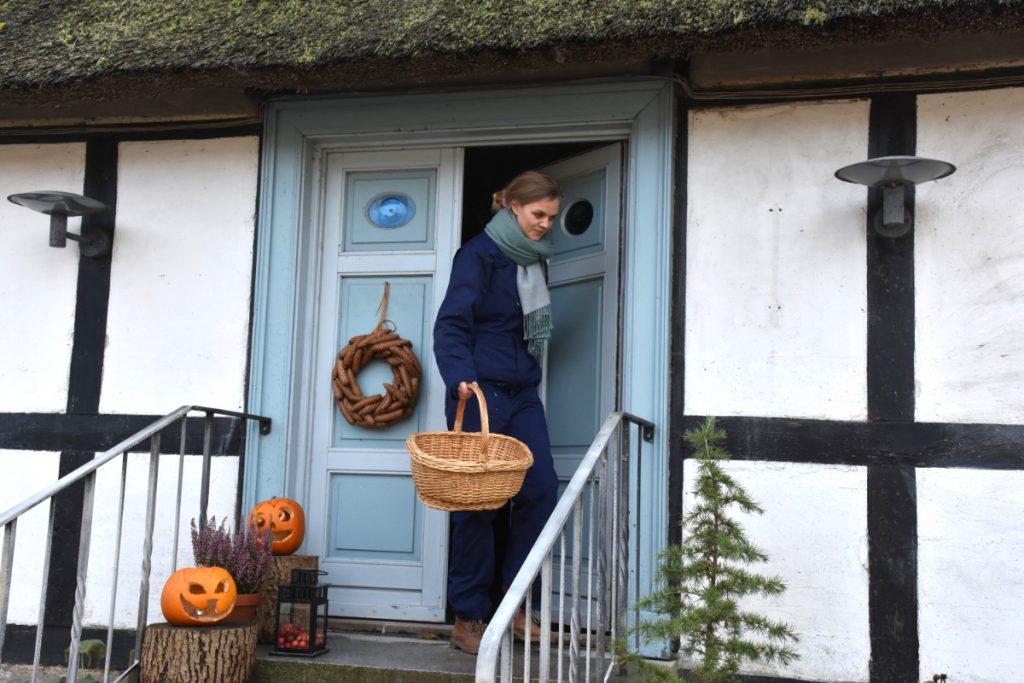 Berit i døren på Lydinge Ågaard