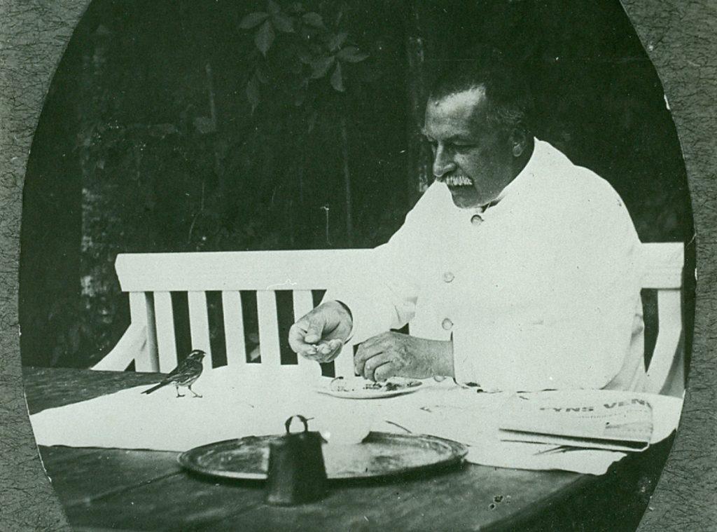 Overlæge Otto Helms