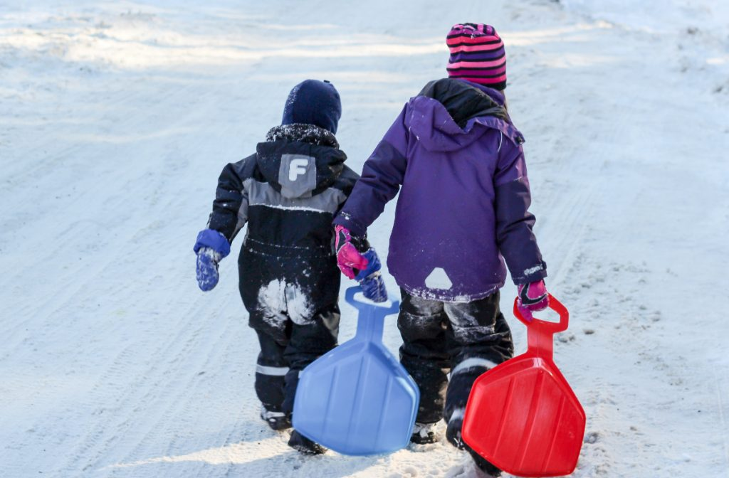 Børn på kælkebakken