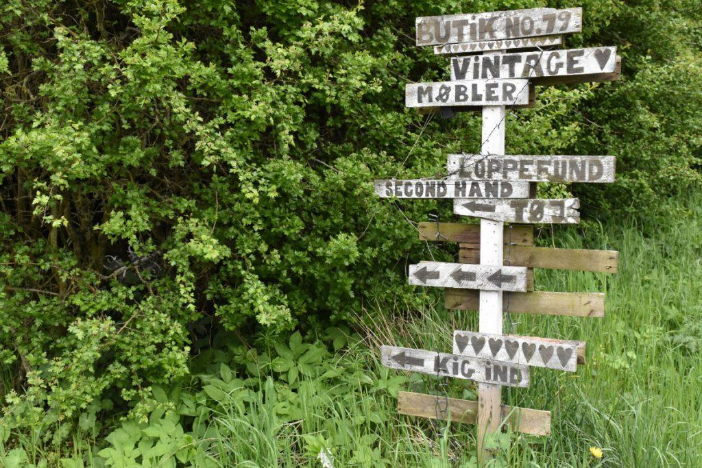 Skilt til vejbod på vej til Helnæs